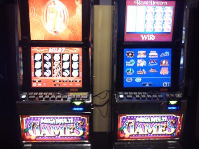 Multi game gambling machine counterfeit casino chips